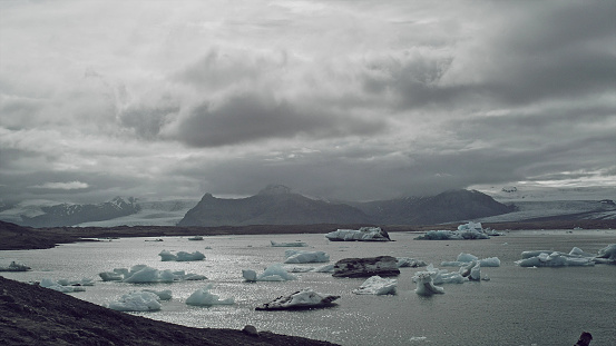 Glacier Bay National Park「Glacier lagoon with dramatic sky」:スマホ壁紙(13)