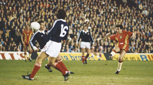 Club Soccer「Brian Flynn Wales v Scotland FIFA World Cup Play Off 1977」:写真・画像(13)[壁紙.com]