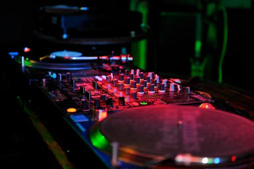 Rock Music「record decks in nightclub,Japan」:スマホ壁紙(5)