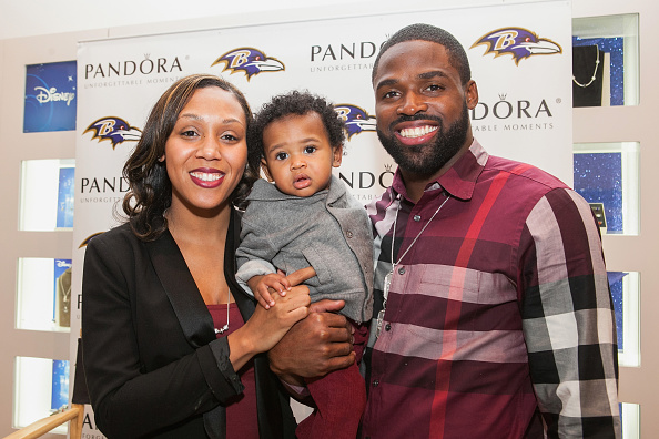 J R Smith「PANDORA Jewelry In-Store Event With Torrey Smith And Wife Chanel Smith」:写真・画像(19)[壁紙.com]
