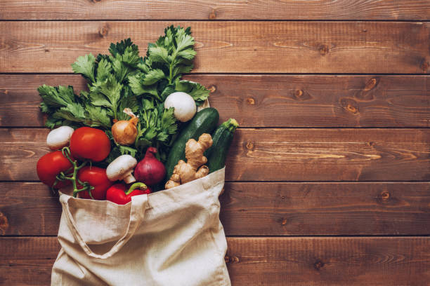 Fresh vegetables in the eco cotton bag at the kitchen counter:スマホ壁紙(壁紙.com)