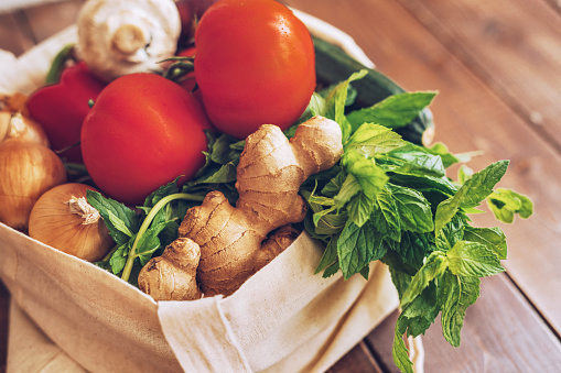 Ginger - Spice「Fresh vegetables in the eco cotton bag at the kitchen counter」:スマホ壁紙(15)