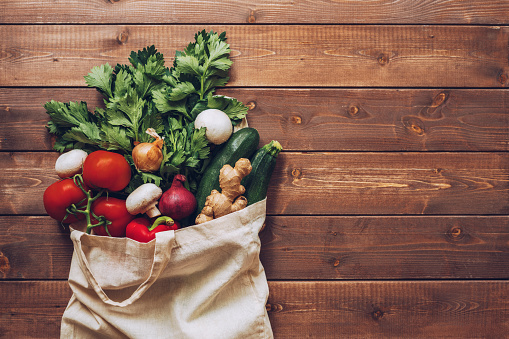 Food and Drink「Fresh vegetables in the eco cotton bag at the kitchen counter」:スマホ壁紙(19)
