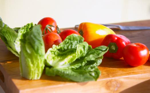 Vegetables「新鮮な野菜をカティングボード」:スマホ壁紙(18)