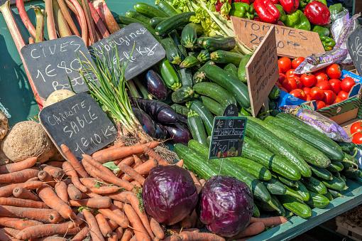Cabbage「Fresh vegetables on market stall, Bayeux, Normandy, France」:スマホ壁紙(7)