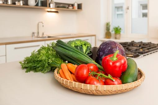 Carrot「Fresh vegetable on kitchen counter」:スマホ壁紙(13)
