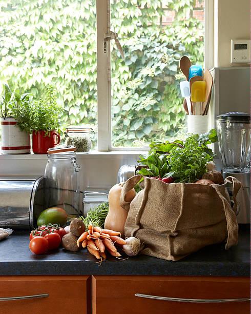 fresh vegetables in canvas bag on kitchen counter:スマホ壁紙(壁紙.com)