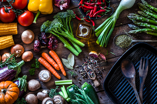 Preparing Food「Fresh vegetables ready for cooking shot on rustic wooden table」:スマホ壁紙(15)