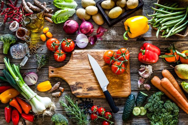 Fresh vegetables ready for cooking shot on rustic wooden table:スマホ壁紙(壁紙.com)