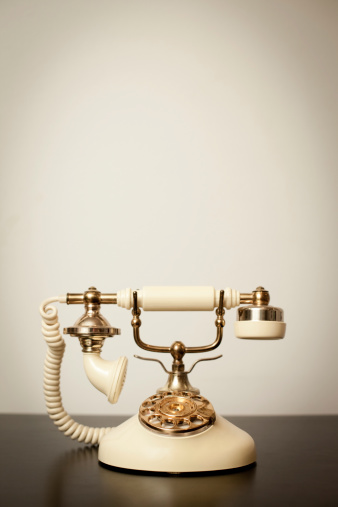 19th Century「Antique Victorian-Style Rotary Telephone, With Copy Space」:スマホ壁紙(6)