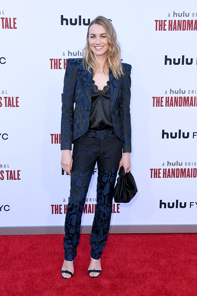 "Two Tone - Color「Hulu's ""The Handmaid's Tale"" Celebrates Season 3 Finale - Arrivals」:写真・画像(9)[壁紙.com]"