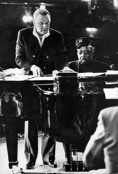 縦位置「Sinatra And Basie」:写真・画像(1)[壁紙.com]