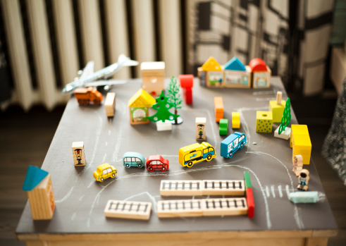 Training Class「Wooden buildings and car toys on table」:スマホ壁紙(18)