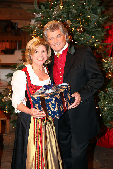 Ellmau「'Christmas With Marianne & Michael' Show Taping」:写真・画像(2)[壁紙.com]