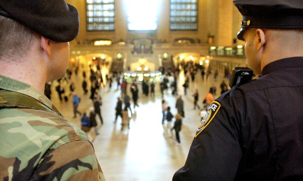 Security「Natin's Security Beefed Up as Iraq War Begins」:写真・画像(16)[壁紙.com]