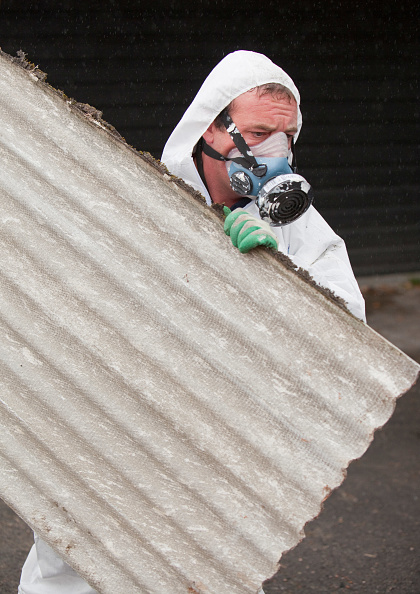 Occupational Safety And Health「A specialist asbestos removal company removing asbestos from a shed roof of a house in Ambleside, Cumbria, UK.」:写真・画像(10)[壁紙.com]