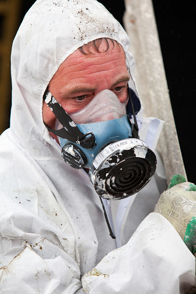 Taking Off - Activity「A specialist asbestos removal company removing asbestos from a shed roof of a house in Ambleside, Cumbria, UK.」:写真・画像(18)[壁紙.com]