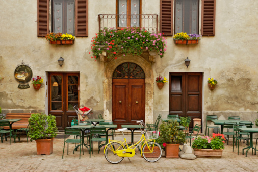 Siena Province「Bicycle in front of small cafe, Tuscany」:スマホ壁紙(10)