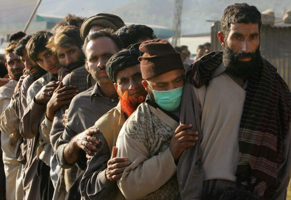 Indian Subcontinent Ethnicity「Earthquake Survivors in Muzaffarbad Struggle As Rescue Efforts Continue」:写真・画像(3)[壁紙.com]