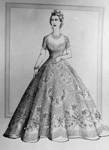 Evening Gown「Coronation Dress」:写真・画像(5)[壁紙.com]