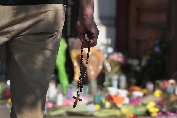 Mourner「Nine Killed, 27 Wounded In Mass Shooting In Dayton, Ohio」:写真・画像(5)[壁紙.com]