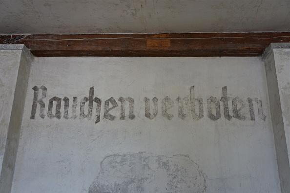 No Smoking Sign「Dachau Memorial Site」:写真・画像(8)[壁紙.com]