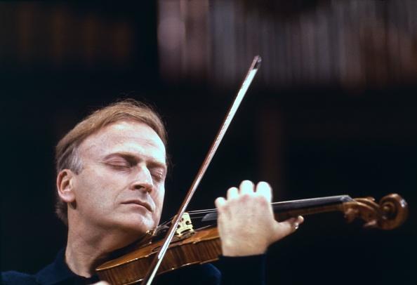 Classical Music「Yehudi Menuhin」:写真・画像(4)[壁紙.com]
