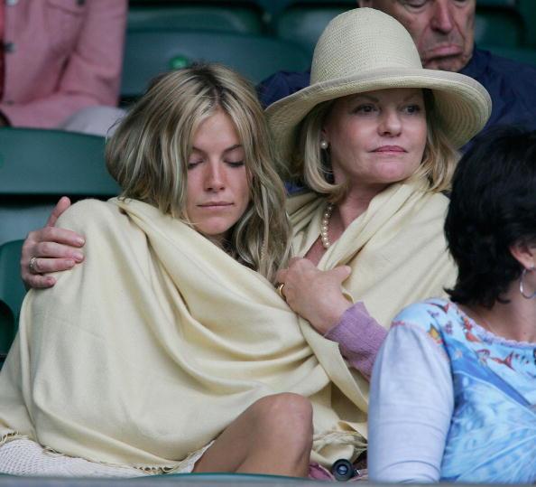 Jo Miller- South African Actress「Celebrities At Wimbledon 2004」:写真・画像(9)[壁紙.com]