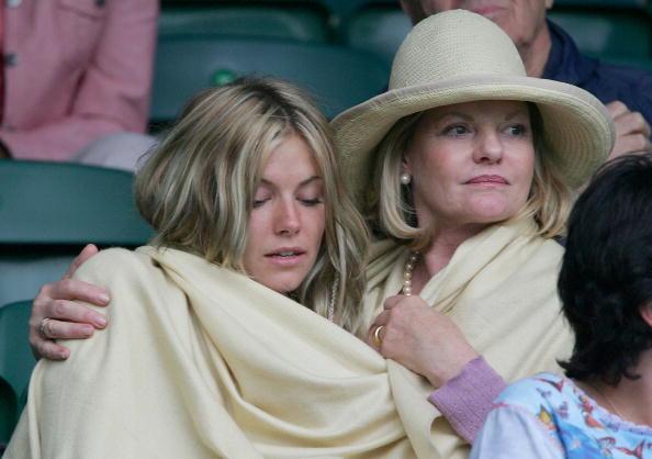 Jo Miller- South African Actress「Celebrities At Wimbledon 2004」:写真・画像(12)[壁紙.com]