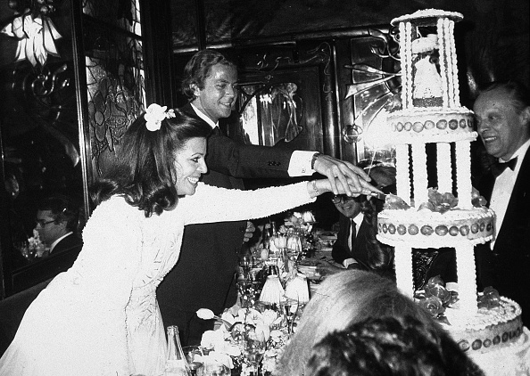 Wedding Reception「Christina Onassis And Thierry Roussel Cut Wedding Cake」:写真・画像(0)[壁紙.com]
