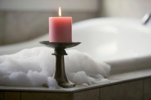 At The Edge Of「Candle beside bathtub」:スマホ壁紙(1)