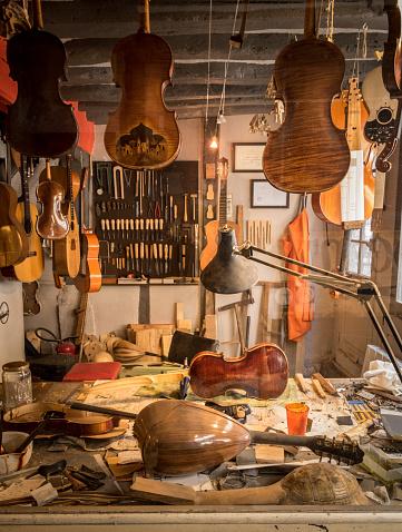 Violin「Luthier shop, violin and stringed instruments, France」:スマホ壁紙(11)
