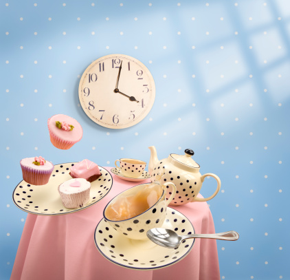 Teapot「Graphics of tea-time with mugs and cakes flying off table」:スマホ壁紙(18)