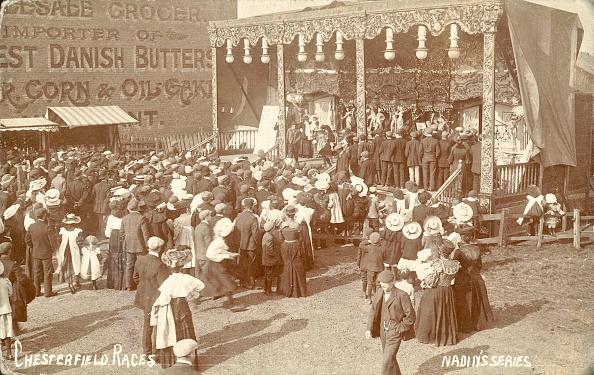 Comedy Film「Proctor's Bioscope, sideshow at Chesterfield Races, Derbyshire, c1900.」:写真・画像(18)[壁紙.com]