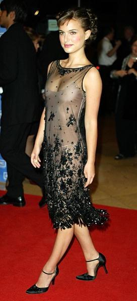 ドレス「Actress Natalie Portman attends the 2003 Presentation of the 18th Annual American Cinematheque Award」:写真・画像(16)[壁紙.com]