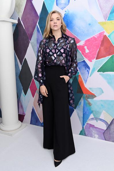 全身「Schiaparelli : Front Row - Paris Fashion Week - Haute Couture Fall/Winter 2016-2017」:写真・画像(8)[壁紙.com]