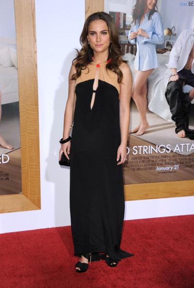 "Bracelet「Premiere Of Paramount Pictures' ""No Strings Attached"" - Arrivals」:写真・画像(6)[壁紙.com]"