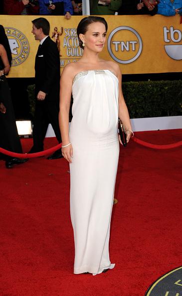 Strapless Dress「17th Annual Screen Actors Guild Awards - Arrivals」:写真・画像(4)[壁紙.com]