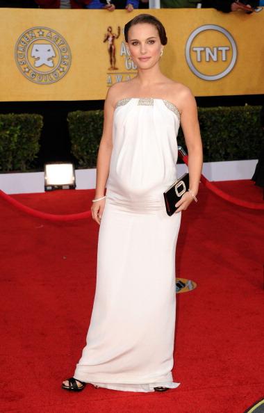 Strapless Dress「17th Annual Screen Actors Guild Awards - Arrivals」:写真・画像(3)[壁紙.com]