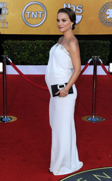 Strapless Dress「17th Annual Screen Actors Guild Awards - Arrivals」:写真・画像(2)[壁紙.com]