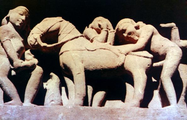 動物「Erotic Sculpture, Hindu Temple, Khajuraho, India, 950 - 1050.」:写真・画像(7)[壁紙.com]