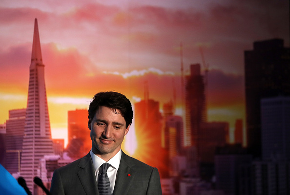 Smiling「Canadian PM Justin Trudeau Visits  AppDirect Offices In San Francisco」:写真・画像(2)[壁紙.com]
