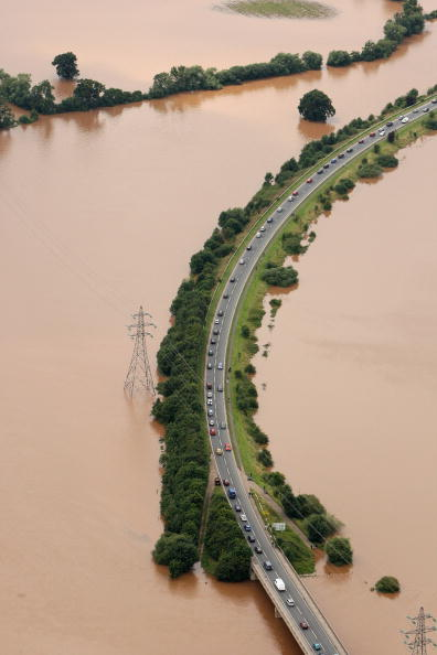 Torrential Rain「Torrential Rain Threatens Further Flooding」:写真・画像(2)[壁紙.com]