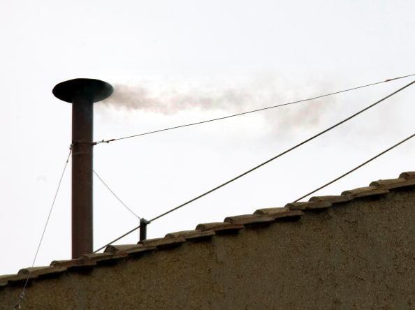 New「White Smoke Signals New Pope At Vatican」:写真・画像(3)[壁紙.com]