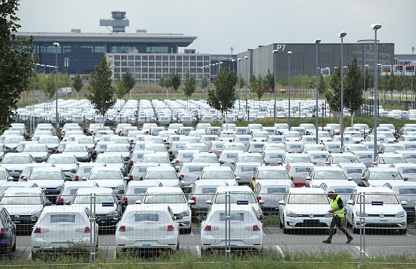 Stationary「Volkswagen To Store Thousands Of Cars At New Berlin Airport」:写真・画像(19)[壁紙.com]