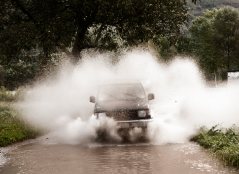 Piedmont - Italy「Four wheel drive in puddle」:スマホ壁紙(4)