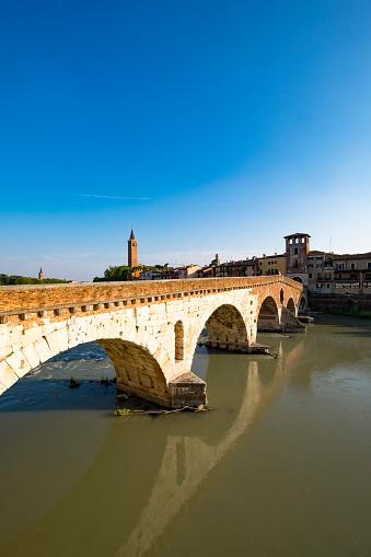 アディジェ川「Famous bridge in Verona」:スマホ壁紙(6)