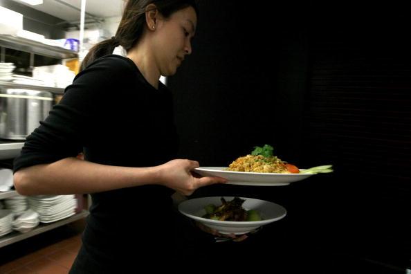 Waiter「San Francisco Asian Community Fears Rice Shortages」:写真・画像(2)[壁紙.com]