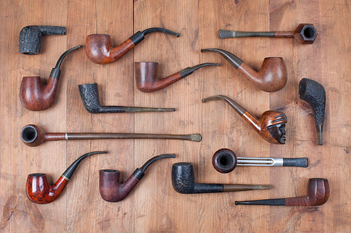 Pipe - Smoking Pipe「Pipes collection on wood」:スマホ壁紙(4)