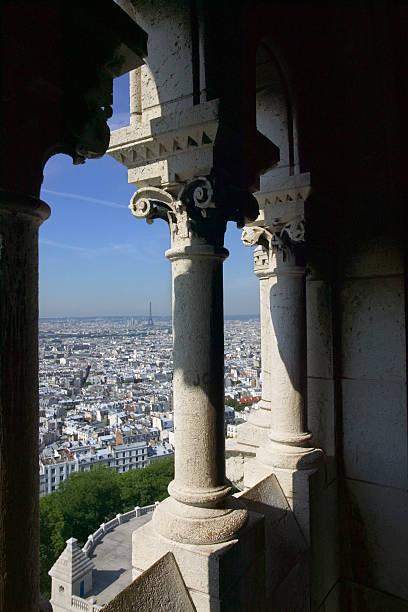 View out of Sacre Coeur arches, Paris:スマホ壁紙(壁紙.com)